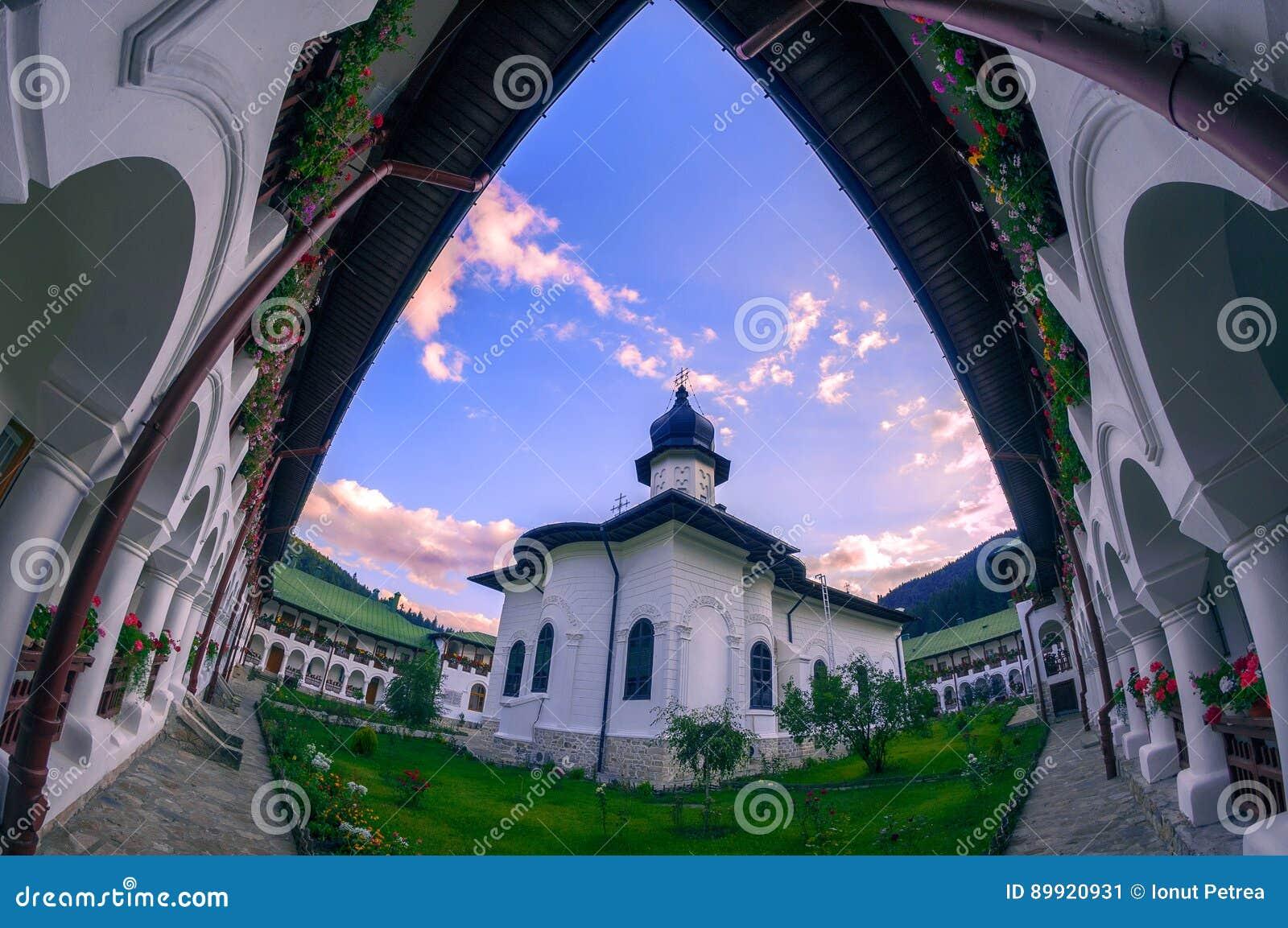 Μοναστήρι Agapia στη κομητεία Ρουμανία Neamt που βρίσκεται μεταξύ του mountai