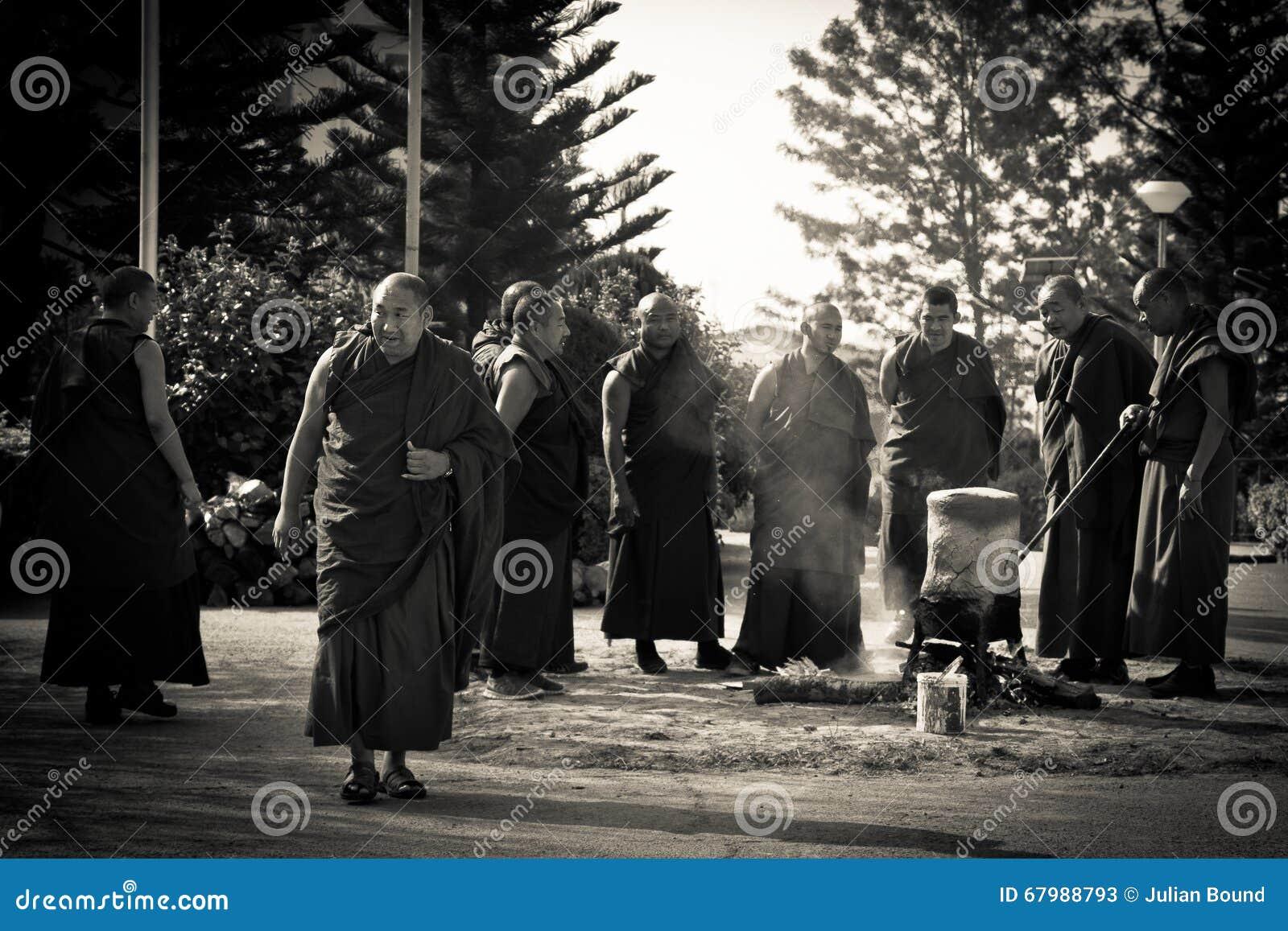 Μοναχοί και εθιμοτυπική πυρκαγιά, μοναστήρι Gyuto, Dharamshala, Ινδία