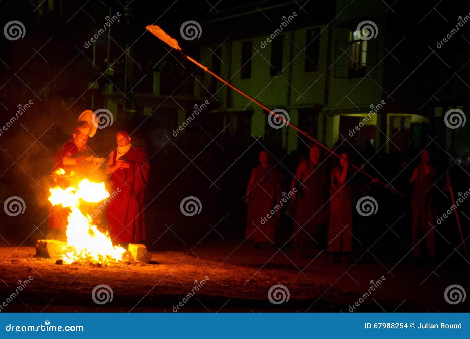 Μοναχοί και εθιμοτυπικό μοναστήρι Gyuto πυρκαγιάς, Dharamshala, Ινδία