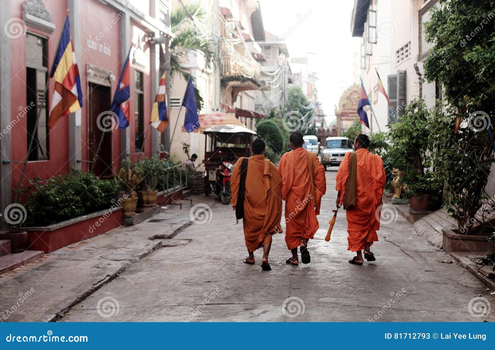 μοναχοί τρία