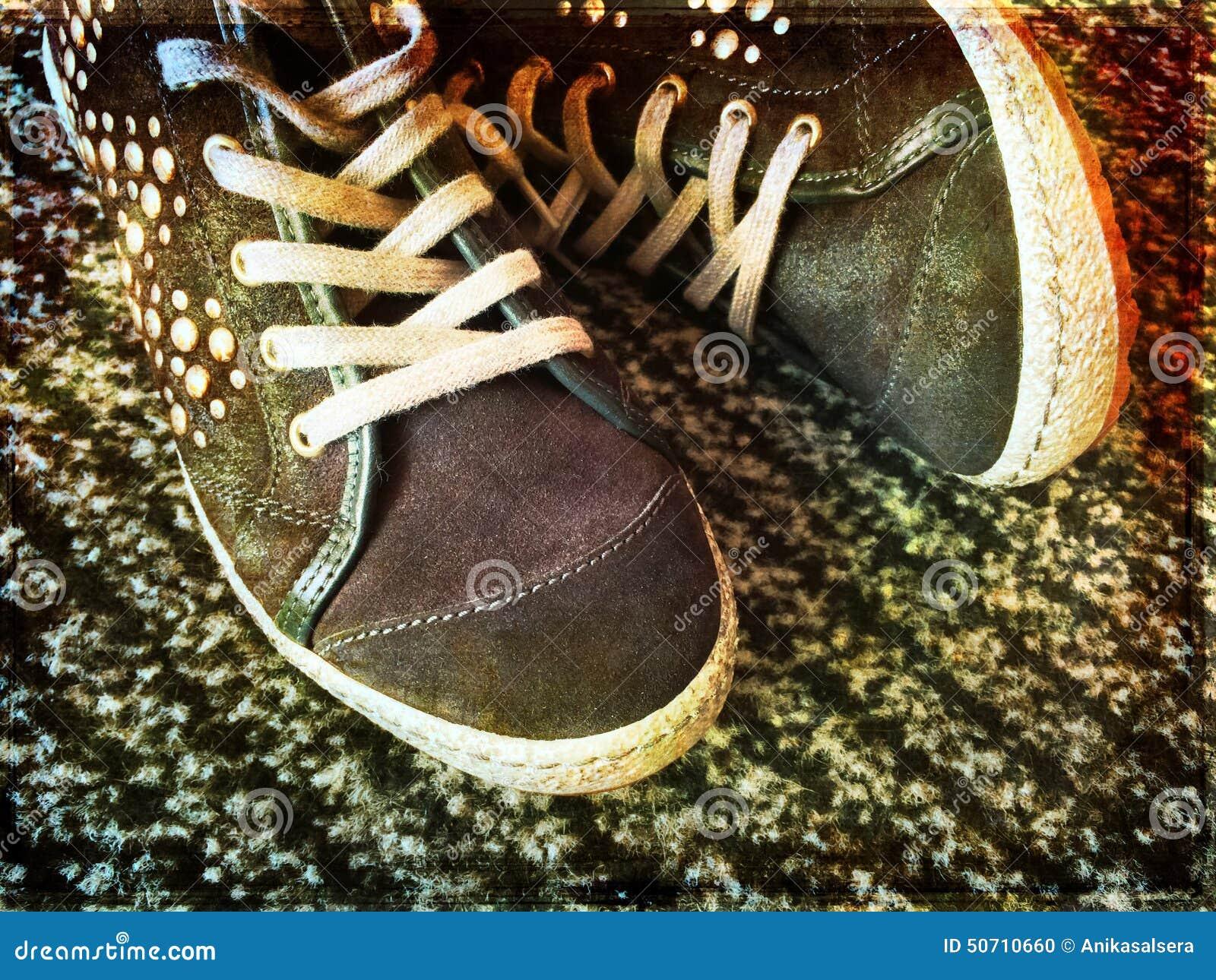 3688027dcfa Μοντέρνα εφηβικά παπούτσια στοκ εικόνες. εικόνα από κανένας - 50710660