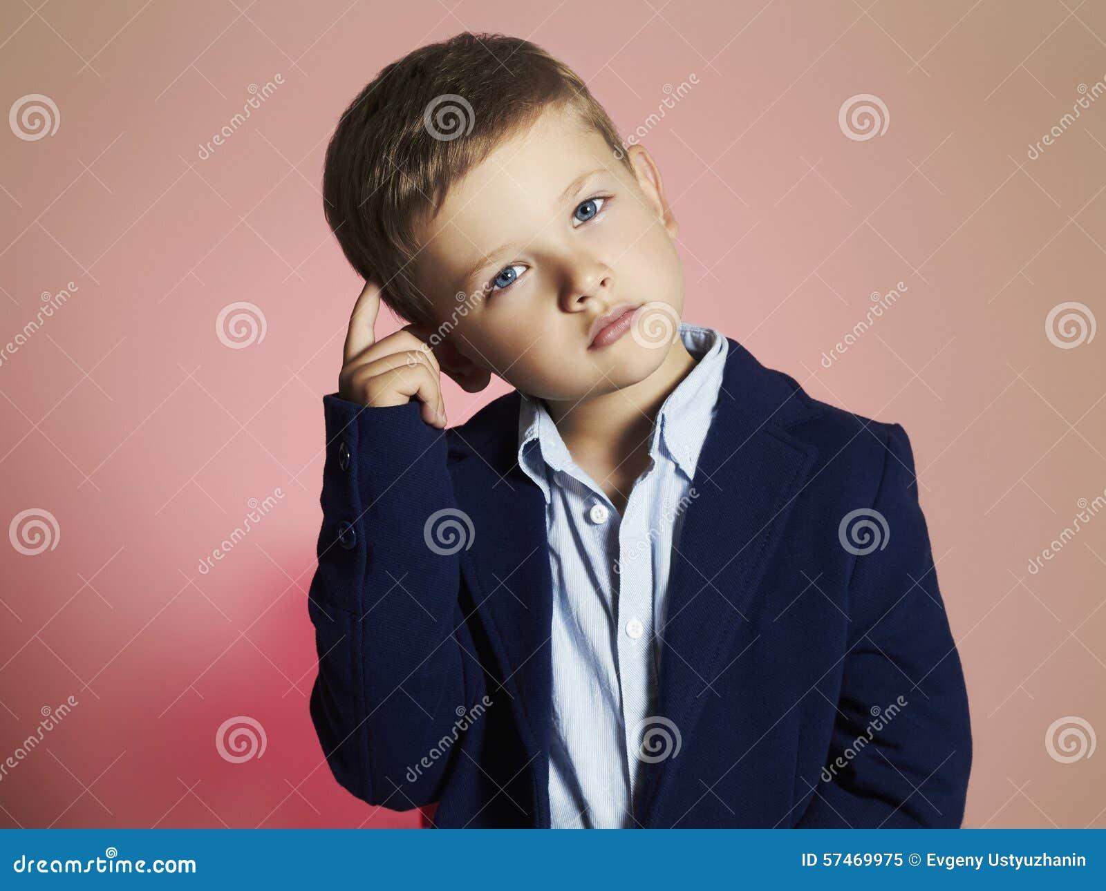 μοντέρνο μικρό παιδί μοντέρνο παιδί στο κοστούμι Fashion Children