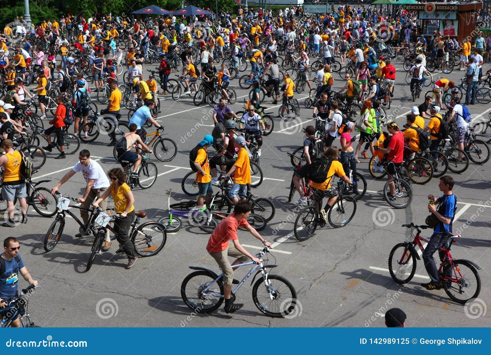 ΜΟΣΧΑ, ΡΩΣΙΑ - 20 Μαΐου 2002: Παραδοσιακή παρέλαση ανακύκλωσης πόλεων, πριν από την έναρξη