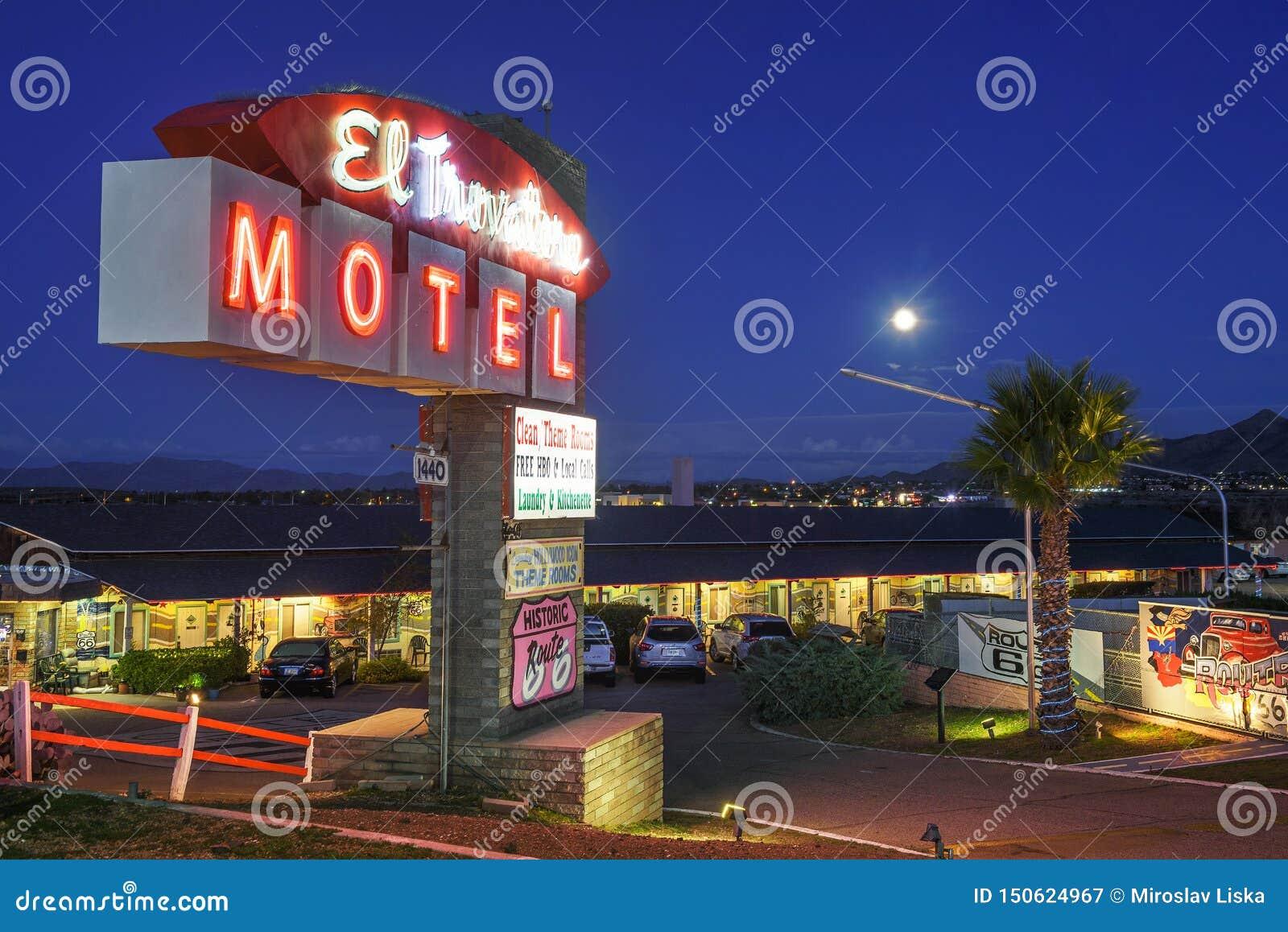 Μοτέλ EL Trovatore στη διαδρομή 66 σε Kingman, Αριζόνα, τη νύχτα