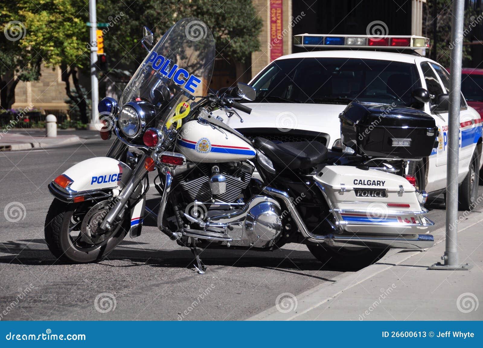 Μοτοσικλέτα και ταχύπλοο σκάφος αστυνομίας
