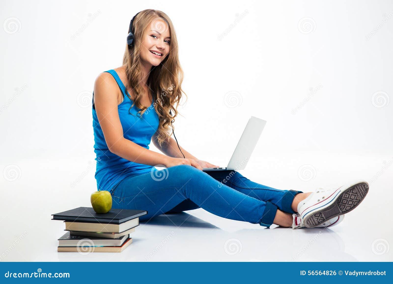 Download Μουσική ακούσματος κοριτσιών στα ακουστικά στο πάτωμα Στοκ Εικόνες - εικόνα από ευτυχία, ευτυχής: 56564826