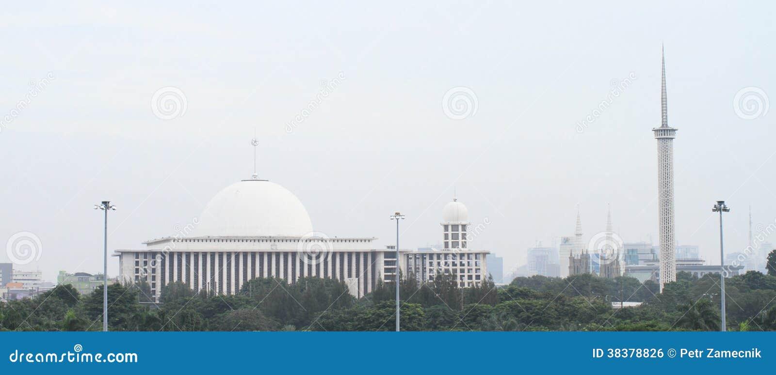 Μουσουλμανικό τέμενος και μιναρές στην Τζακάρτα