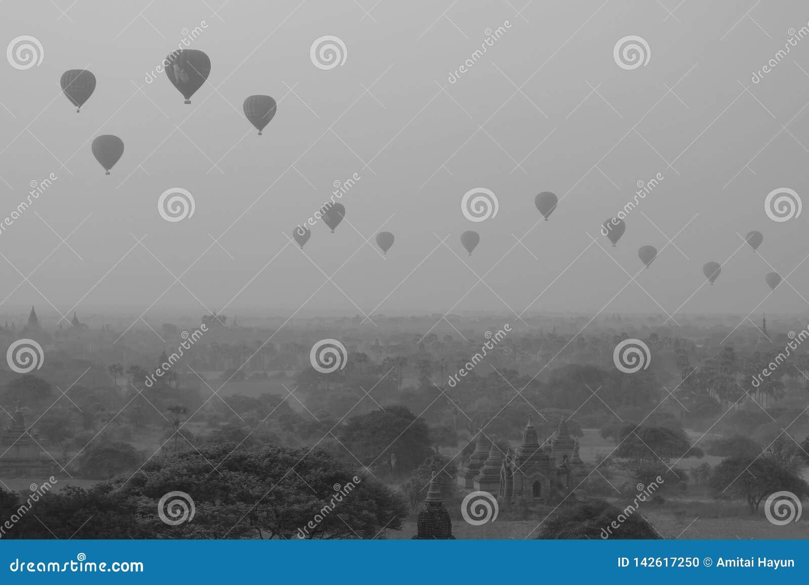 Μπαλόνια και παγόδες