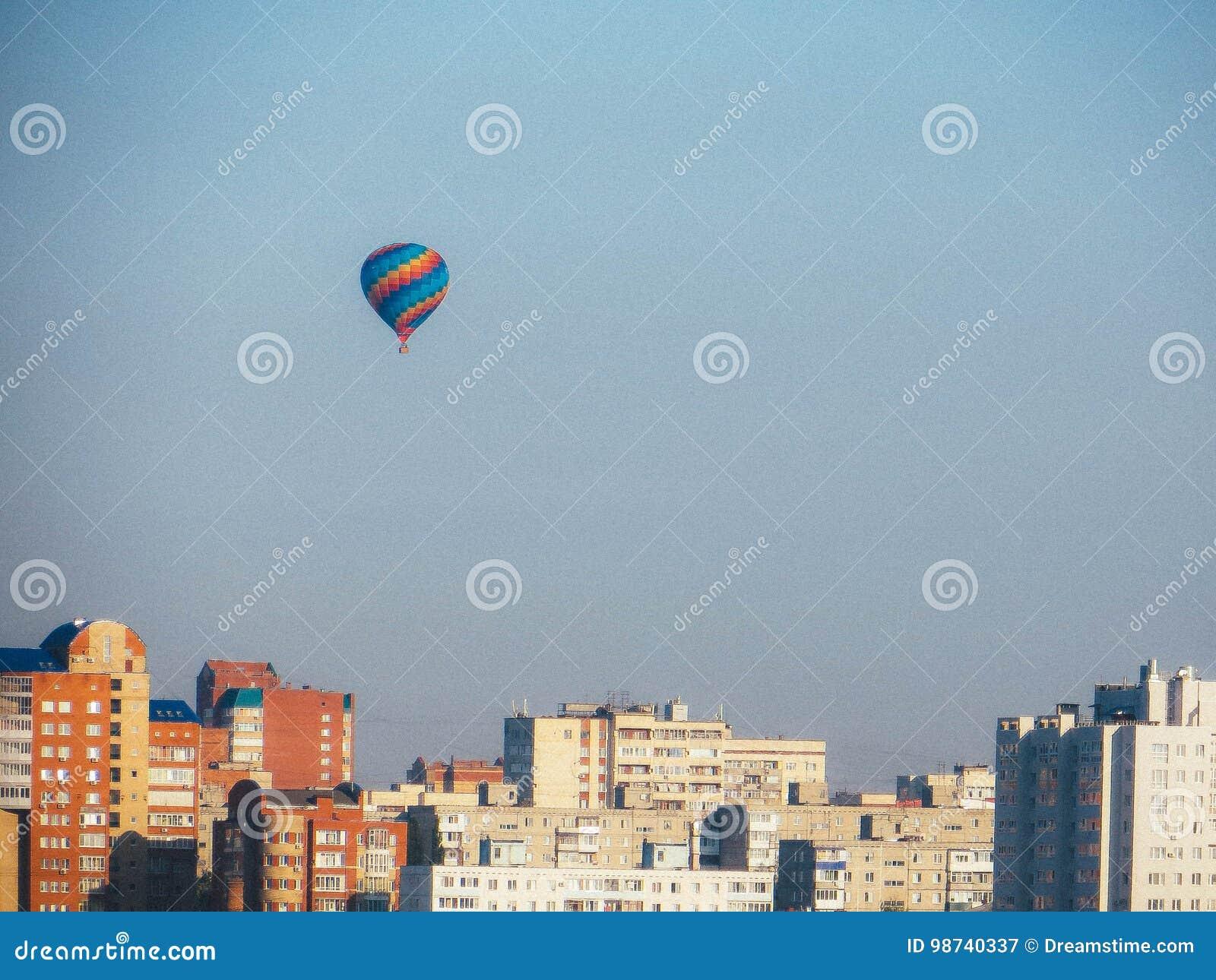 Μπαλόνι πέρα από την πόλη