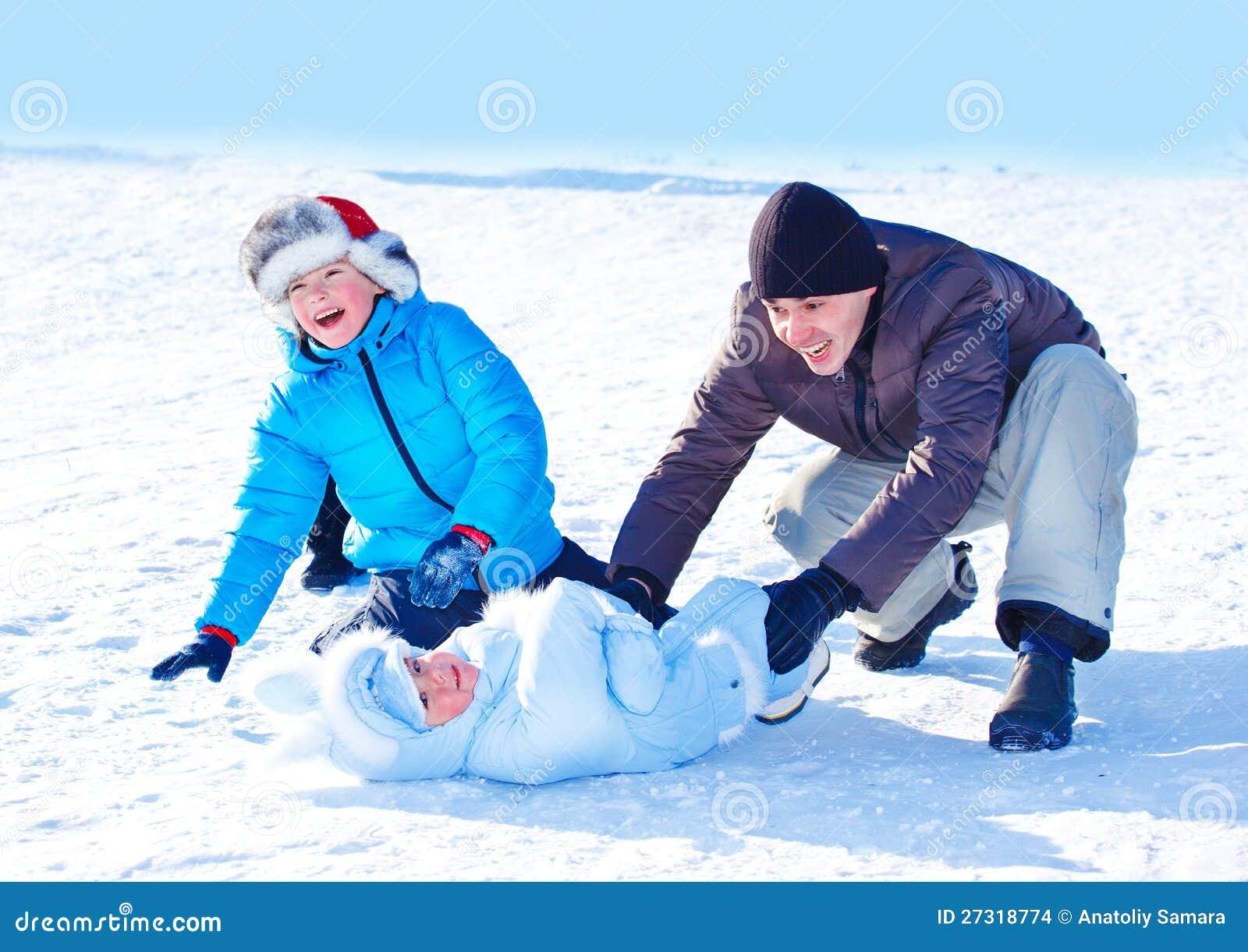 Μπαμπάς και κατσίκια στο χιόνι