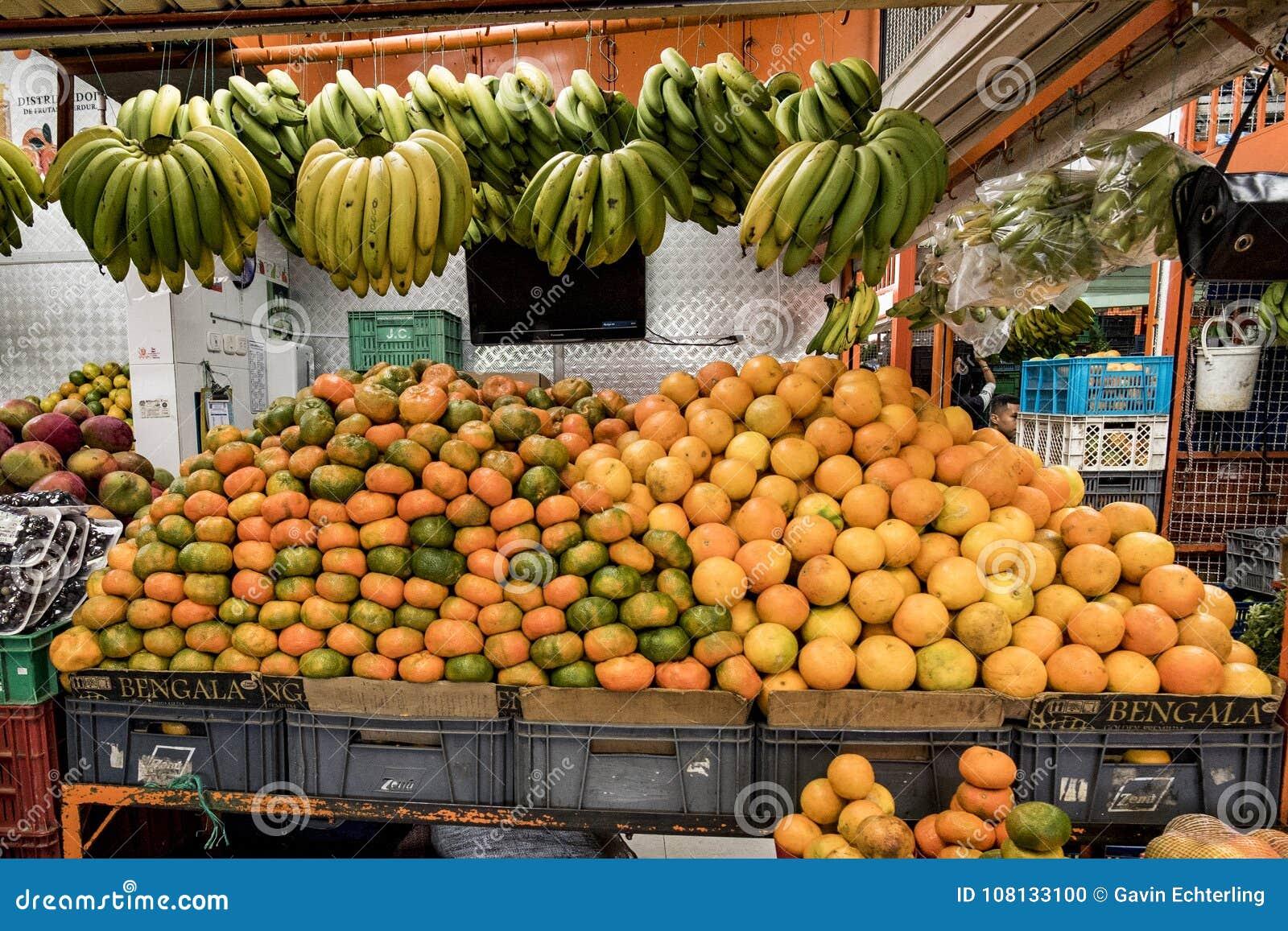 Μπανάνες και πορτοκάλια και Mandrines, Paloquemao, Μπογκοτά Κολομβία