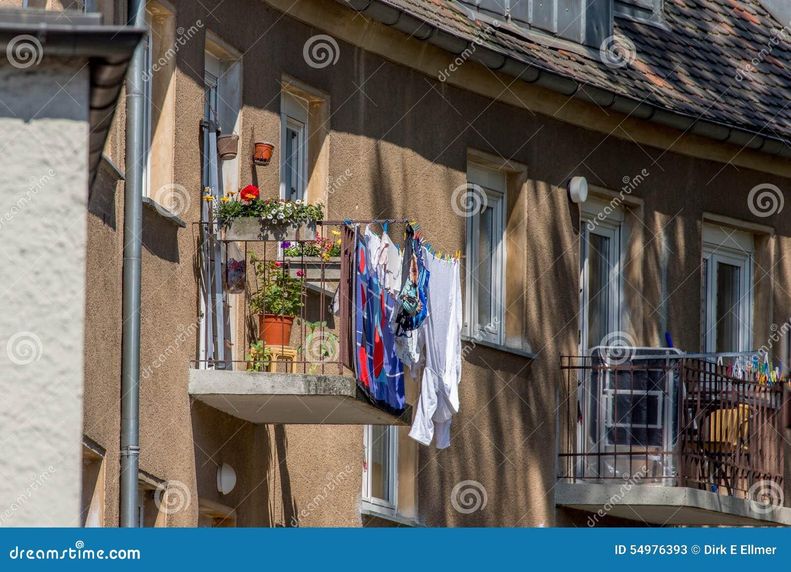 Μπαλκόνι - ενδύματα που ξεραίνουν το ράφι