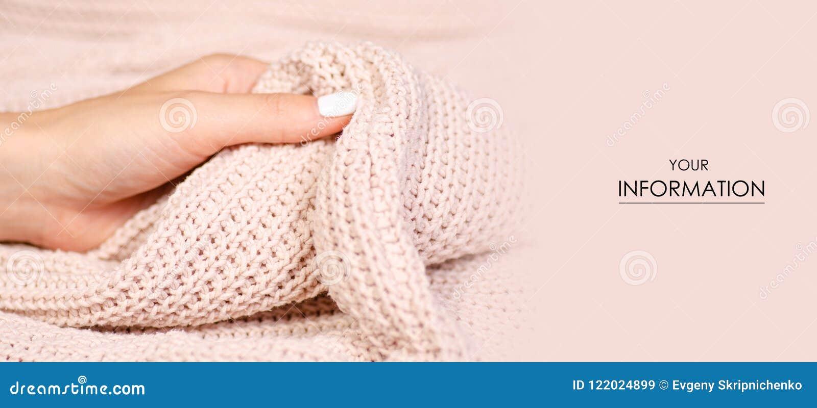 e75a79cc3264 Μπεζ πλεκτό πουλόβερ σύστασης μακρο σχέδιο χεριών υφάσματος υφαντικό θηλυκό