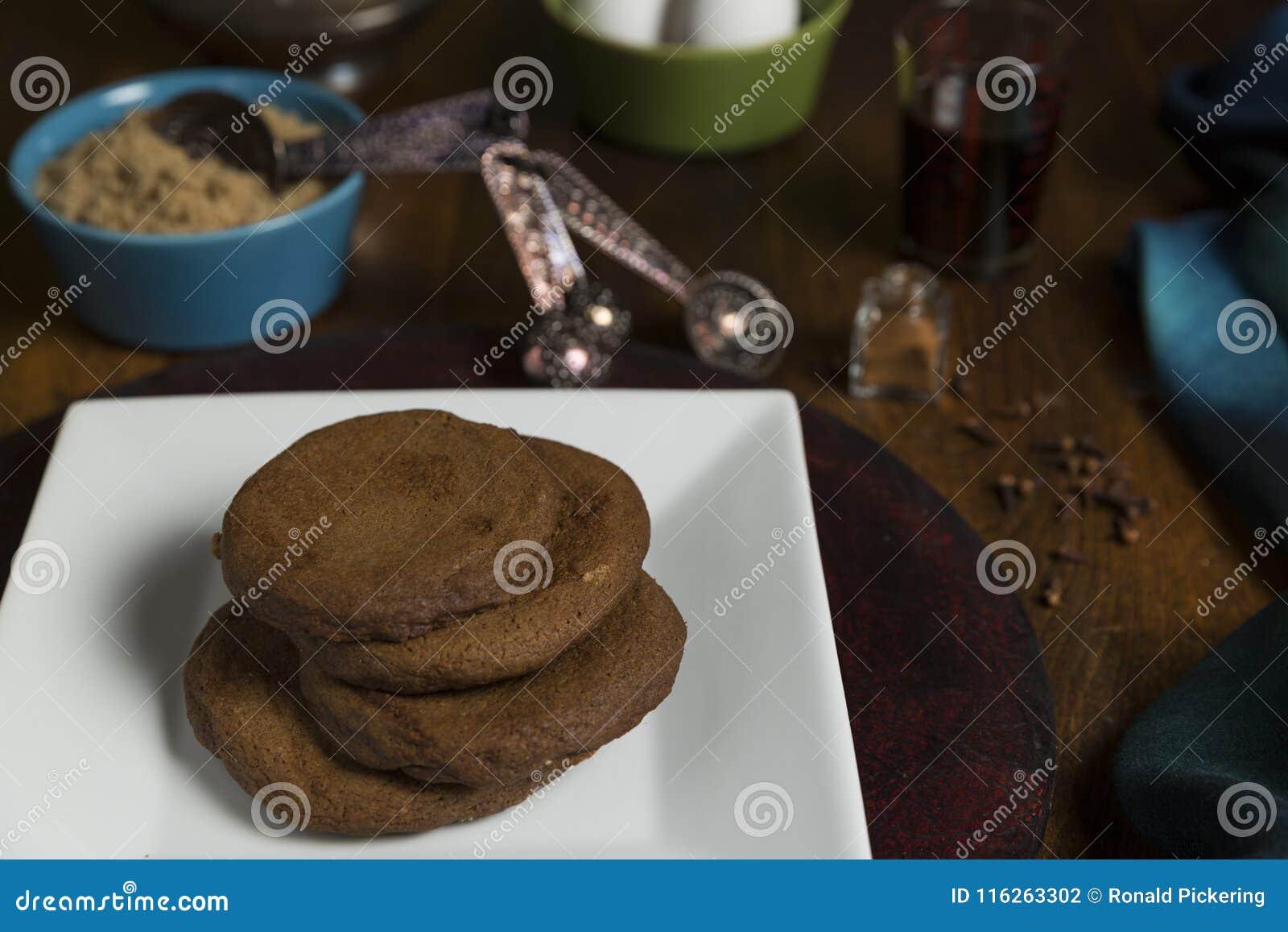 Μπισκότα μελασών με τα συστατικά