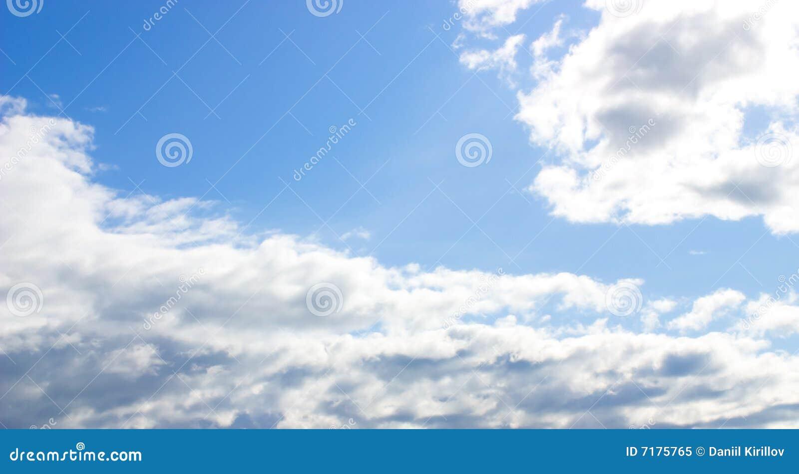 μπλε ήλιος ουρανού σύννε&