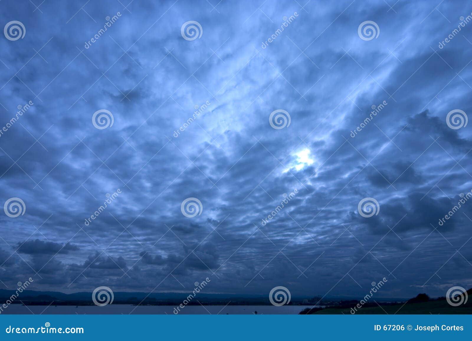 μπλε βαθύς ουρανός
