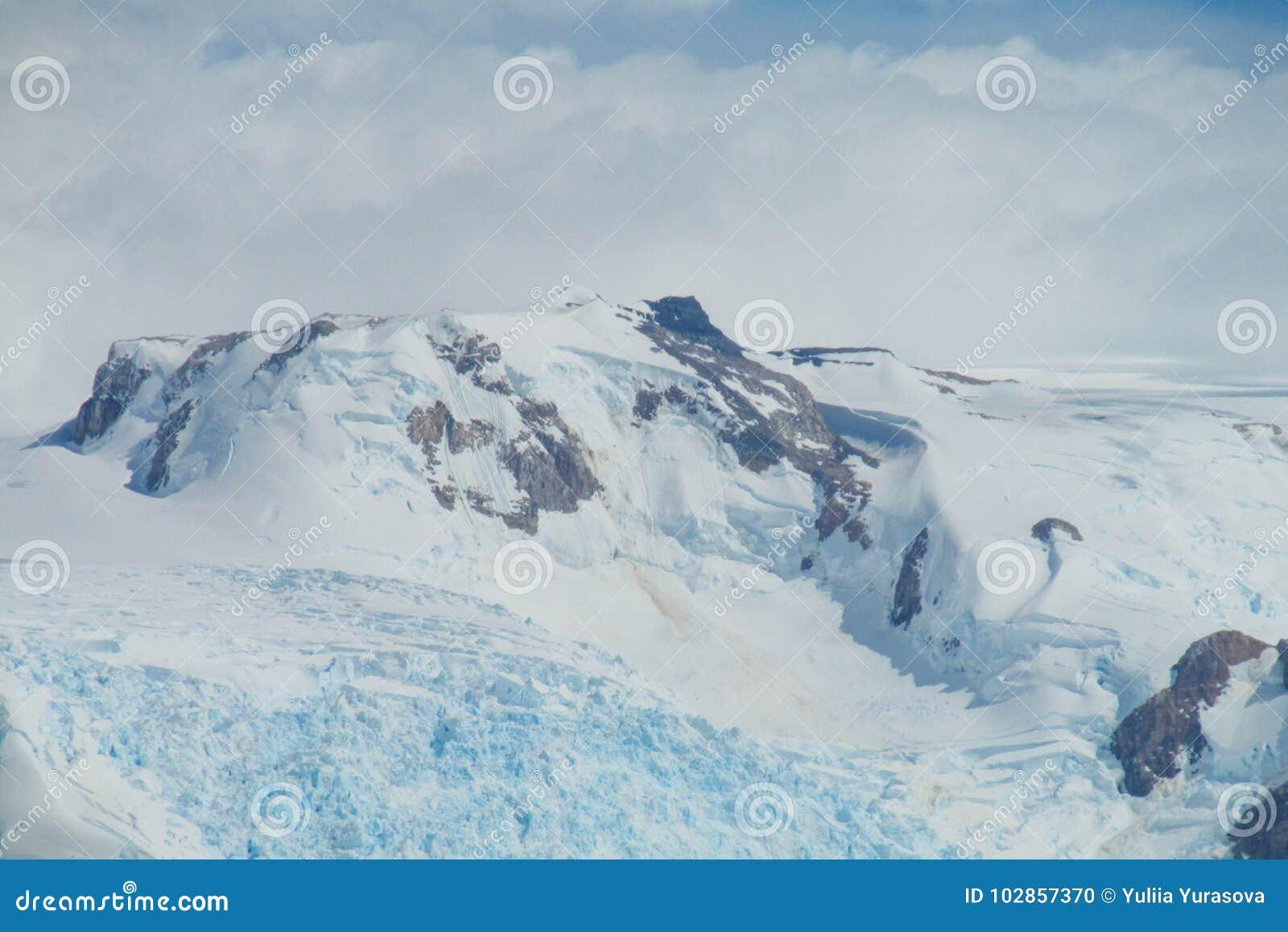 Μπλε βουνό παγετώνων πάγου patagonian