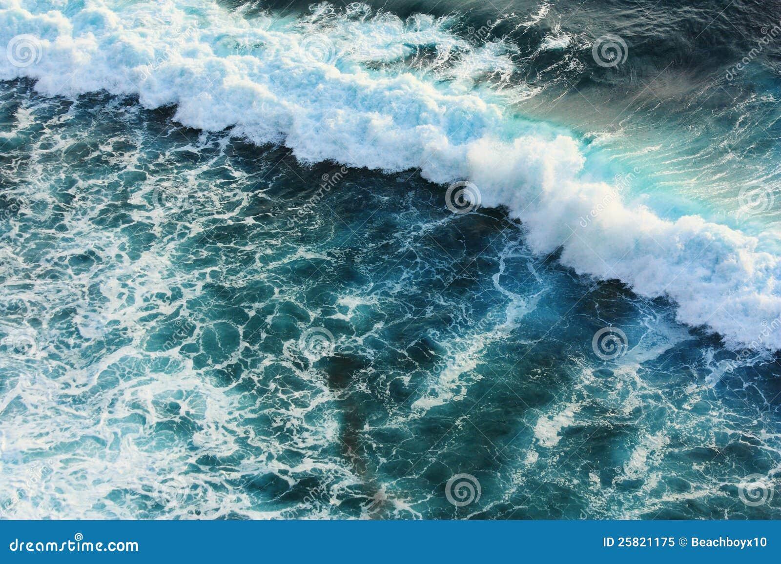 Μπλε κύμα στη θάλασσα
