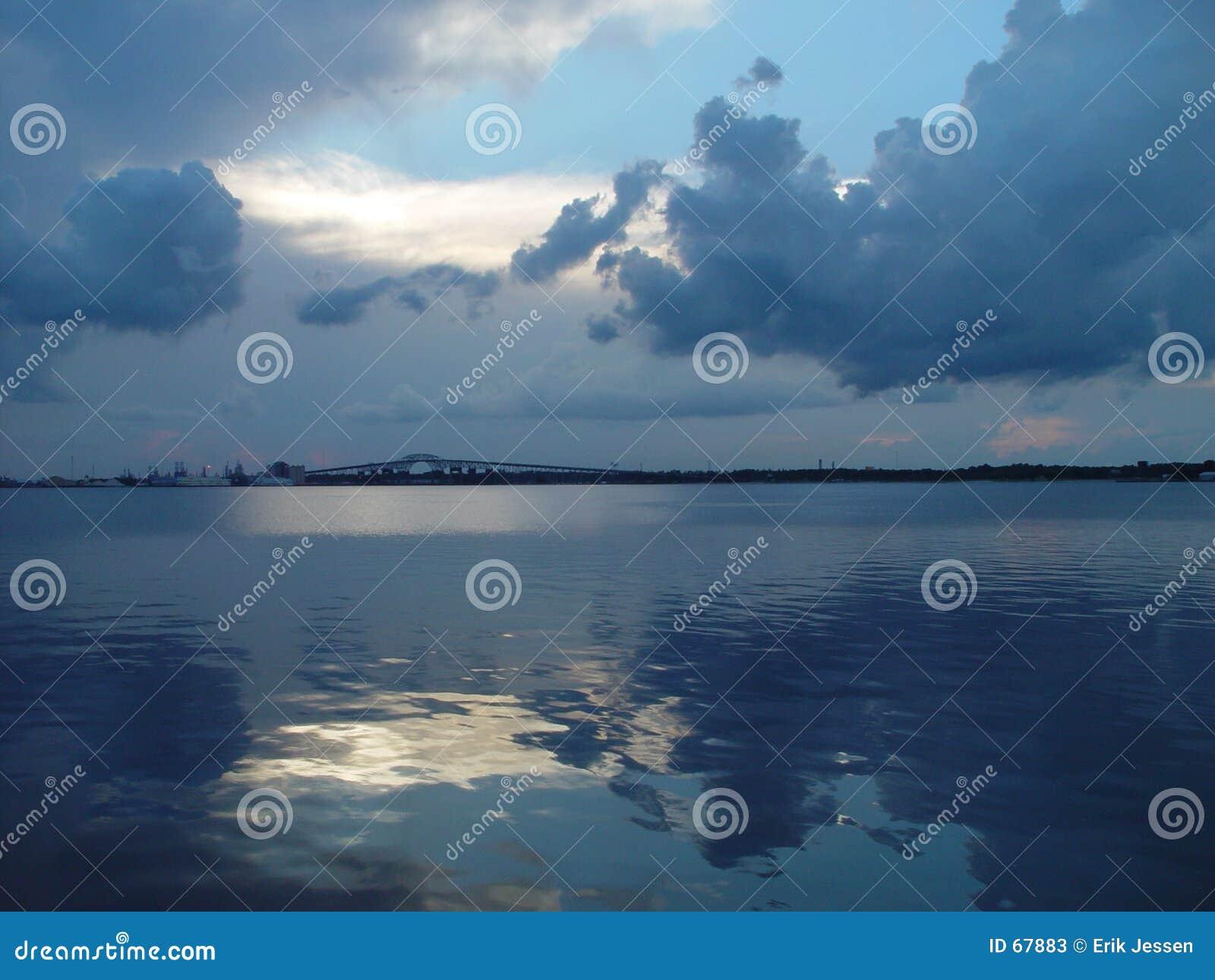 μπλε λίμνη