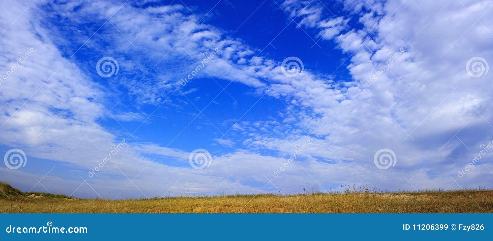 μπλε λαμπρός ουρανός