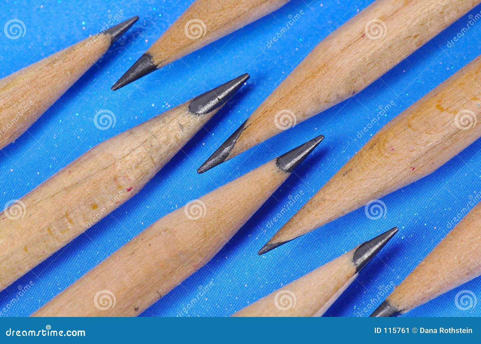 μπλε μολύβια ανασκόπησης
