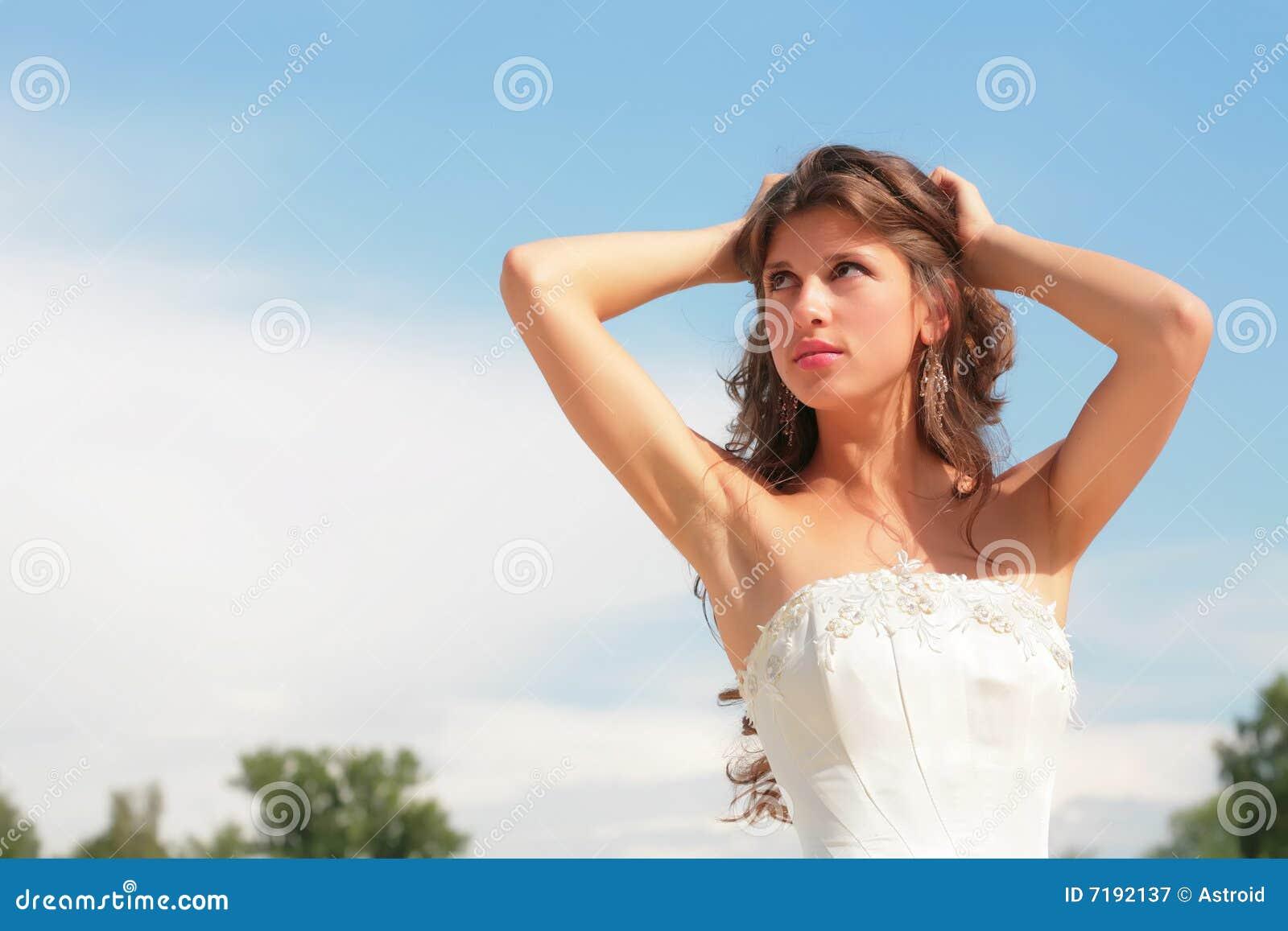 μπλε όμορφη γυναίκα ουρανού ανασκόπησης