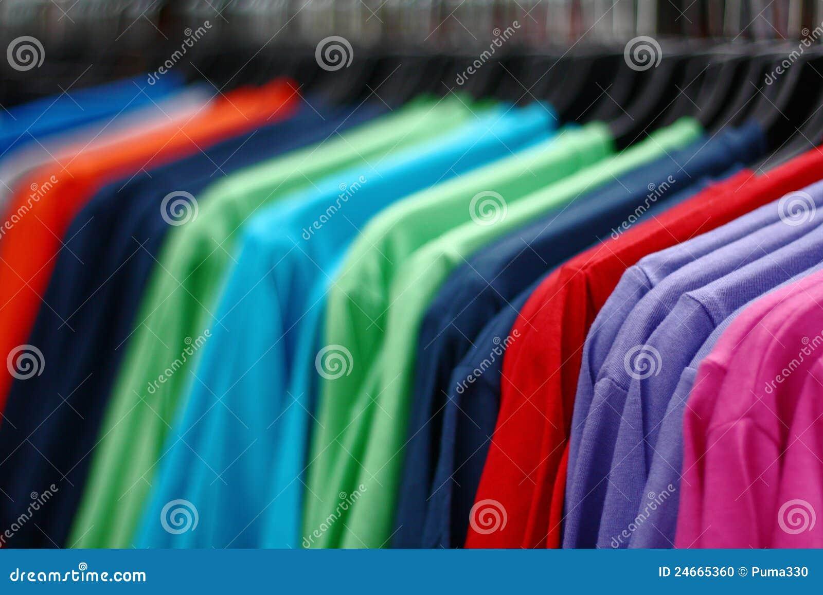 bd6504a35cef μπλούζες αγορών στοκ εικόνες. εικόνα από ανασκόπησης - 24665360