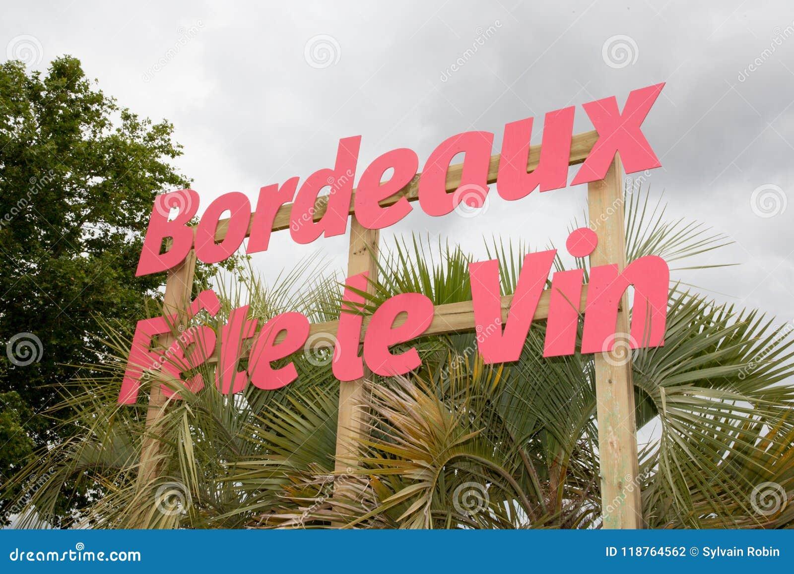 Μπορντώ, Aquitaine/Γαλλία - 06 11 2018: ΦΕΣΤΙΒΑΛ ΚΡΑΣΙΟΥ του ΜΠΟΡΝΤΩ μέσων κάθε αμπελώνας ετών τον Ιούνιο
