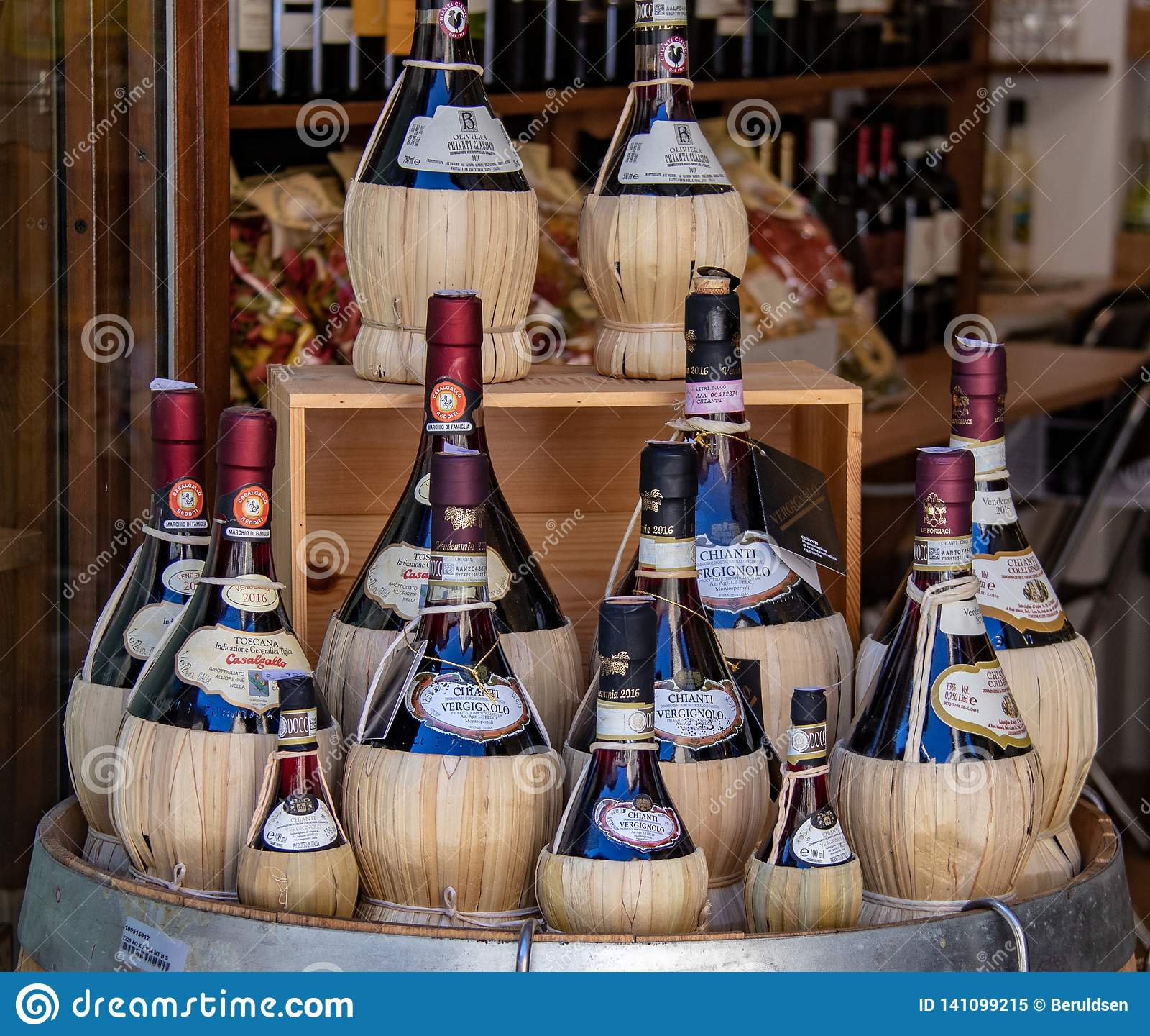 Μπουκάλια Chianti στο SAN Gimignano