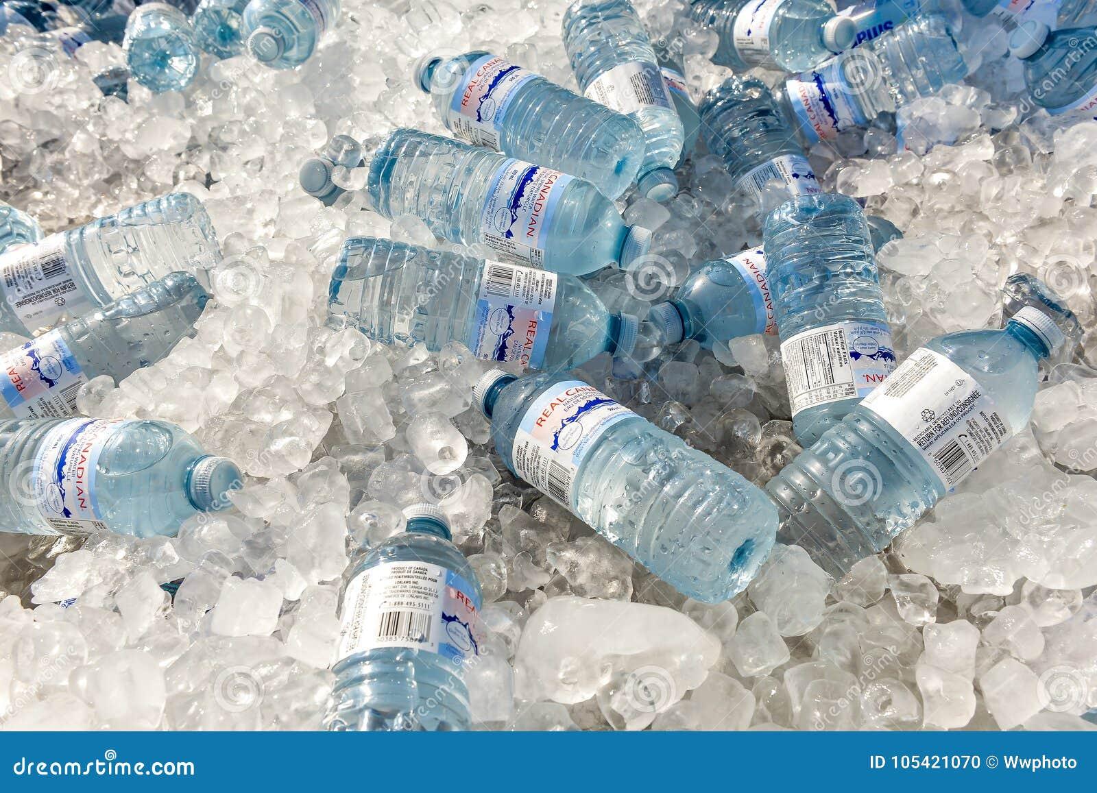 Μπουκάλι νερό στον πάγο