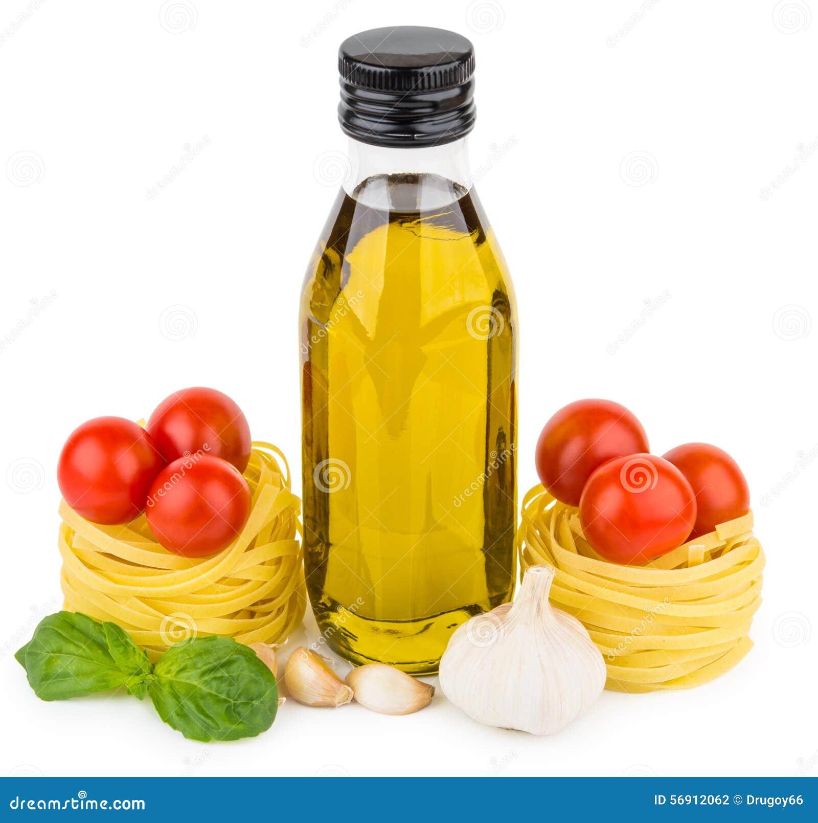 Μπουκάλι του ελαιολάδου, tagliatelle με τις ντομάτες, το σκόρδο και το βασιλικό