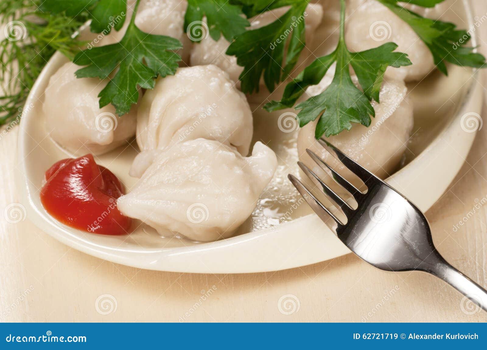 Μπουλέττες κρέατος (pelmeni)