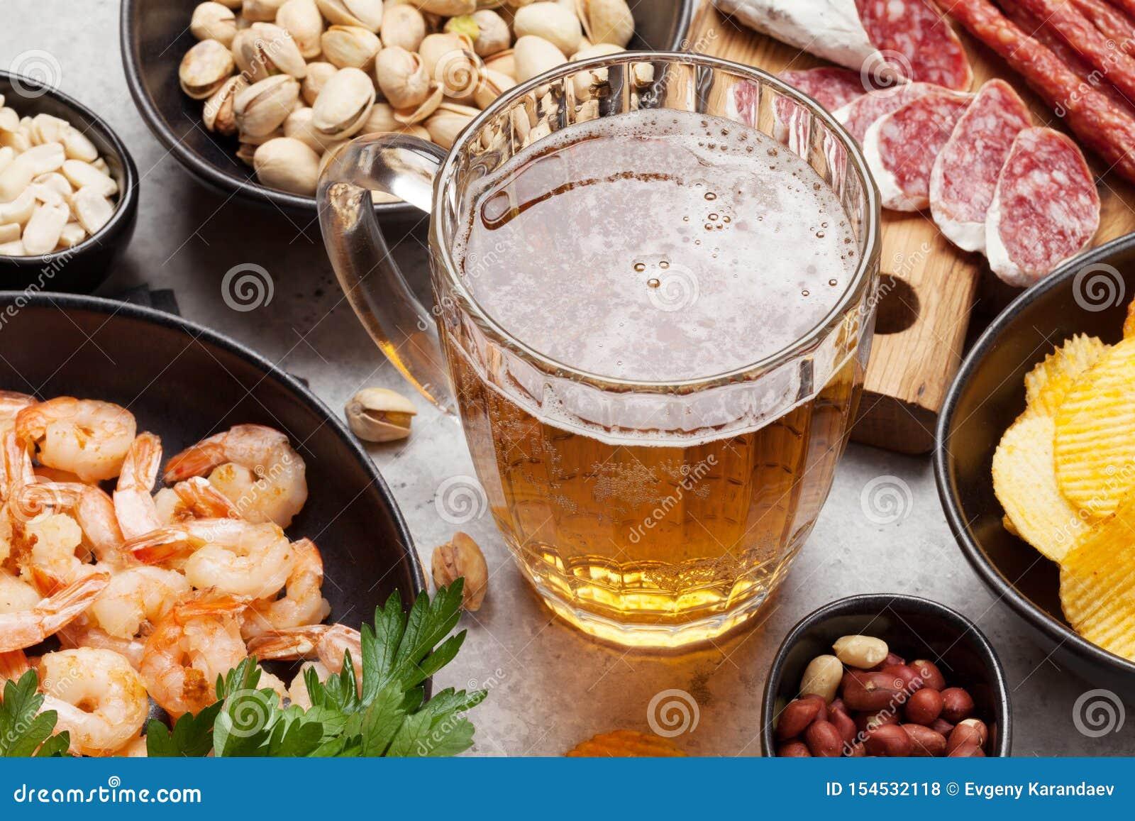 Μπύρα και πρόχειρα φαγητά σχεδίων