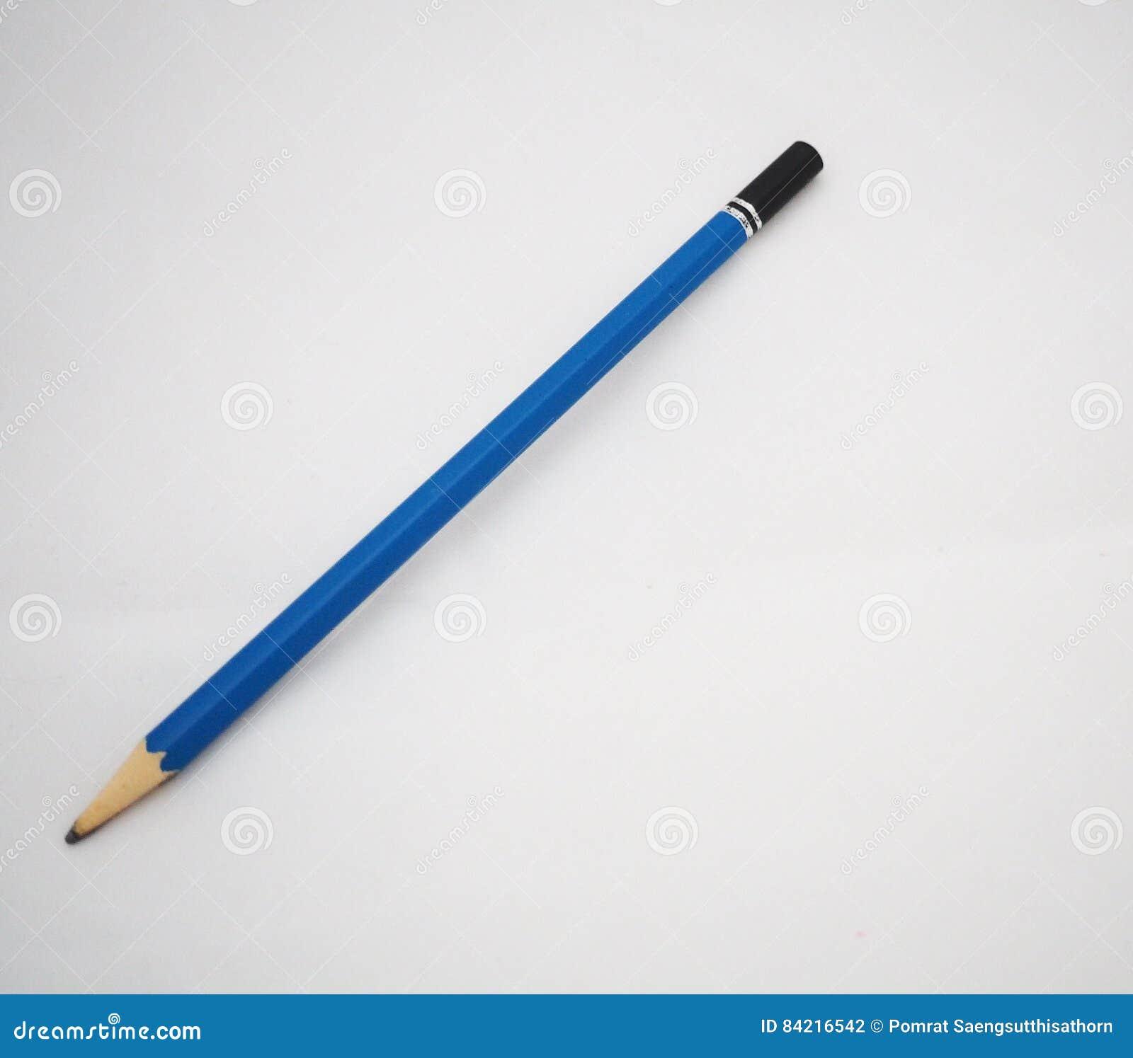 Μπλε και μαύρο μολύβι στο άσπρο υπόβαθρο