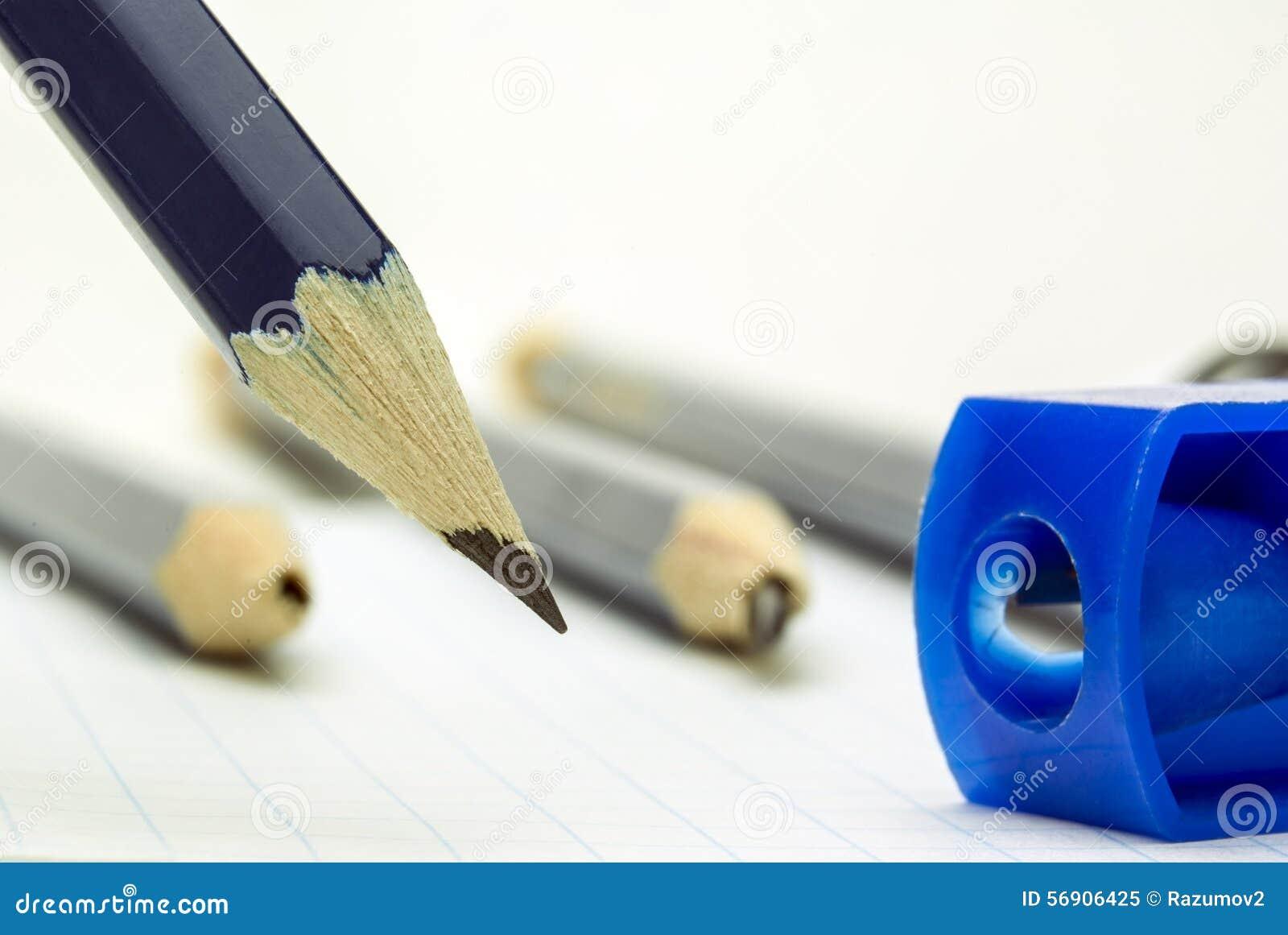 μπλε μολύβι αιχμηρό