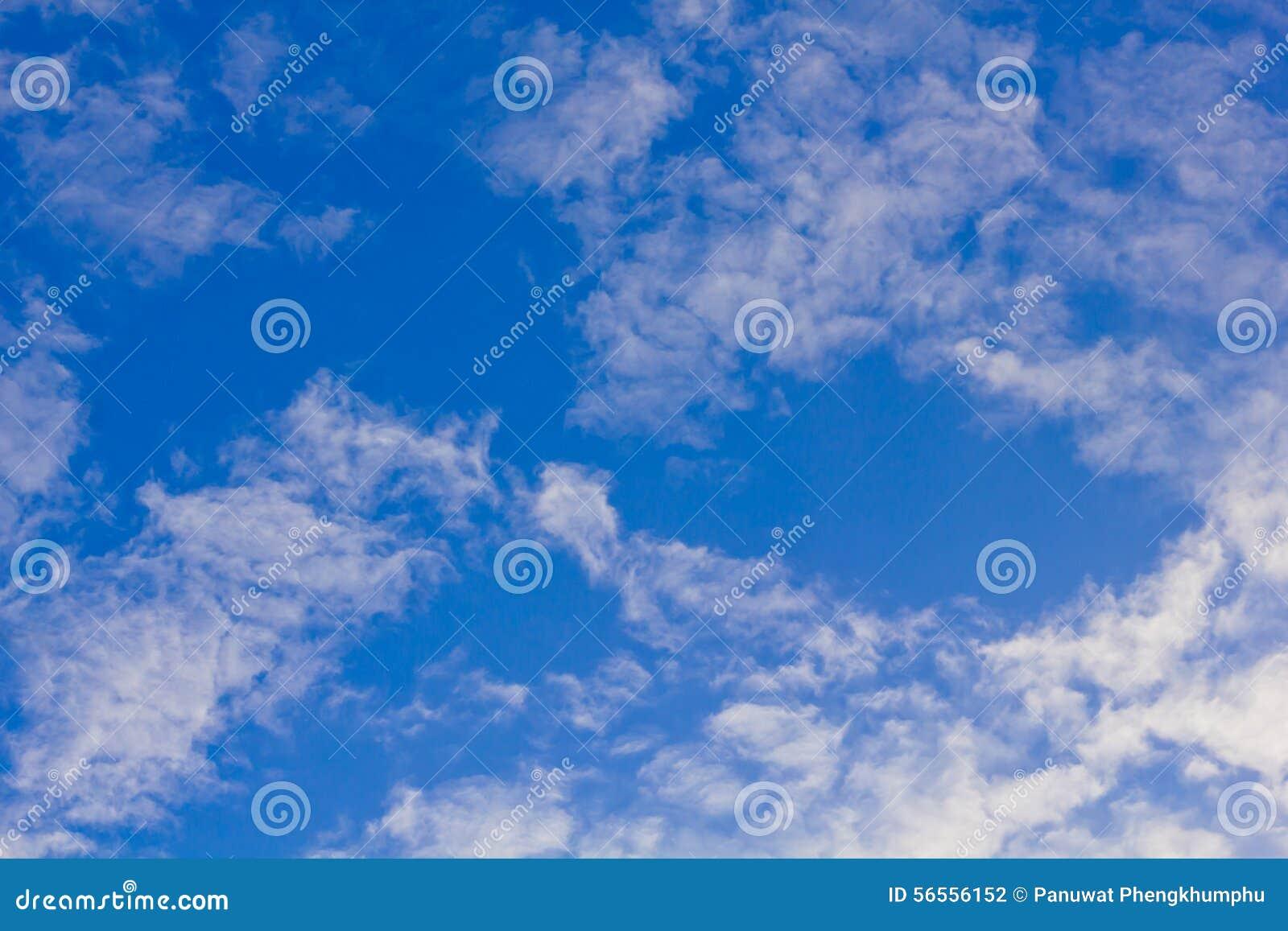 Download μπλε ουρανός σύννεφων κιν& στοκ εικόνες. εικόνα από ουρανός - 56556152