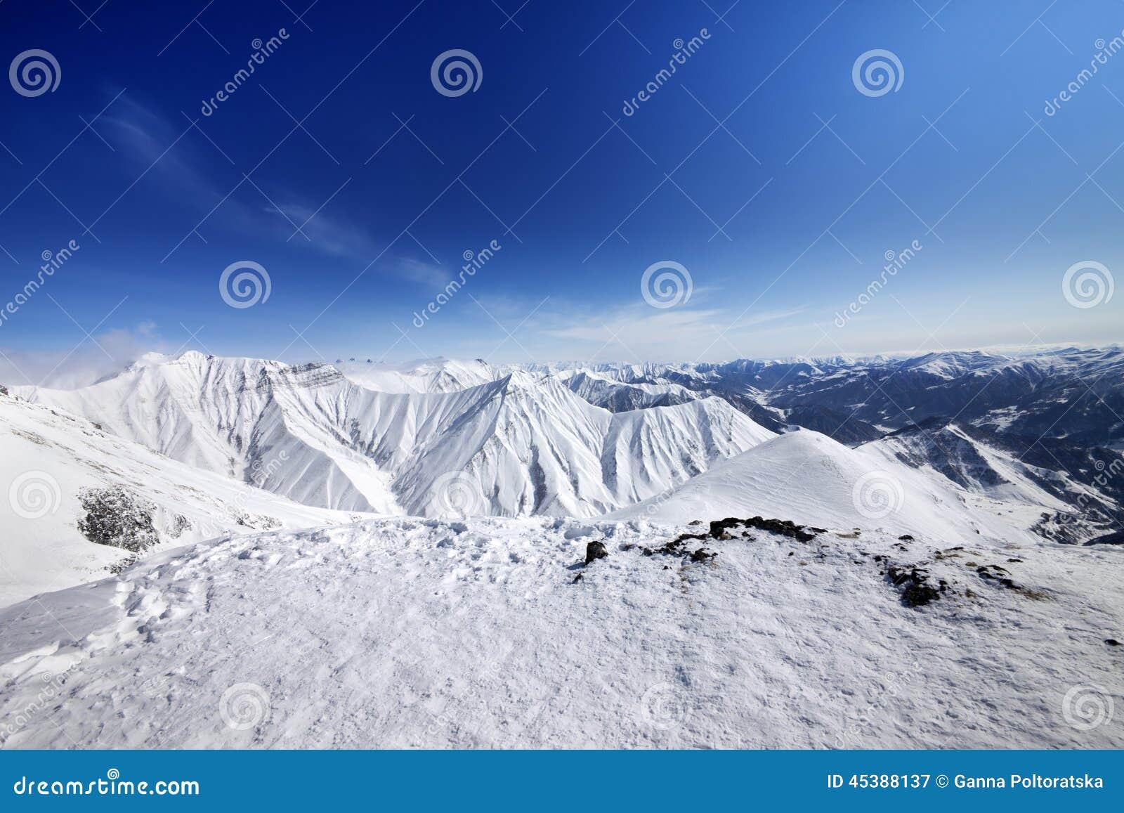 μπλε χειμώνας ουρανού βουνών