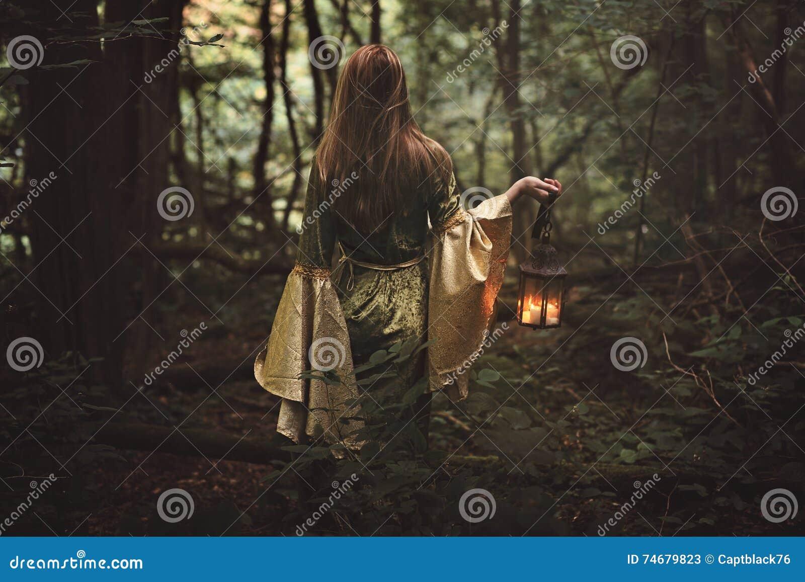Μυστήρια γυναίκα στο δάσος νεράιδων