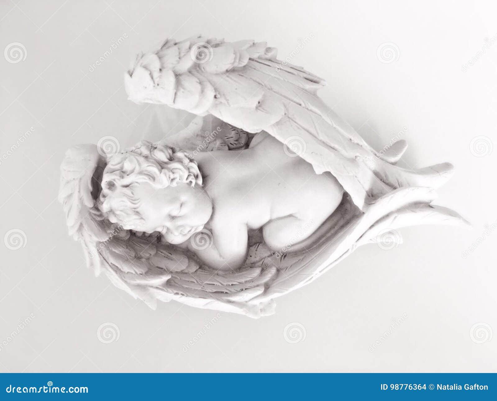 Μωρό ύπνου στα φτερά αγγέλου