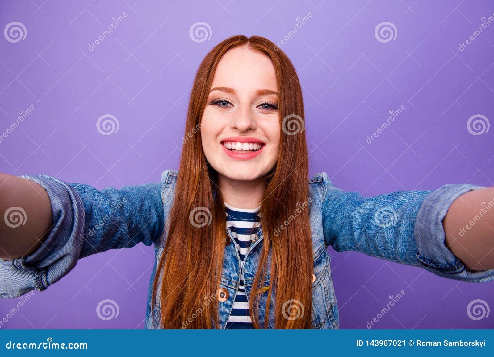 Μόνος-πορτρέτο της αυτή συμπαθητικός ελκυστικός γοητευτικός χαριτωμένος χαριτωμένος καλός εύθυμος χαρωπός ευθύς-μαλλιαρός γυναικε