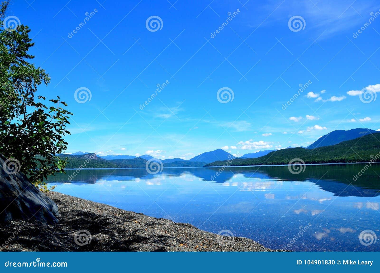 Μόνο σε μια μακρινή λίμνη
