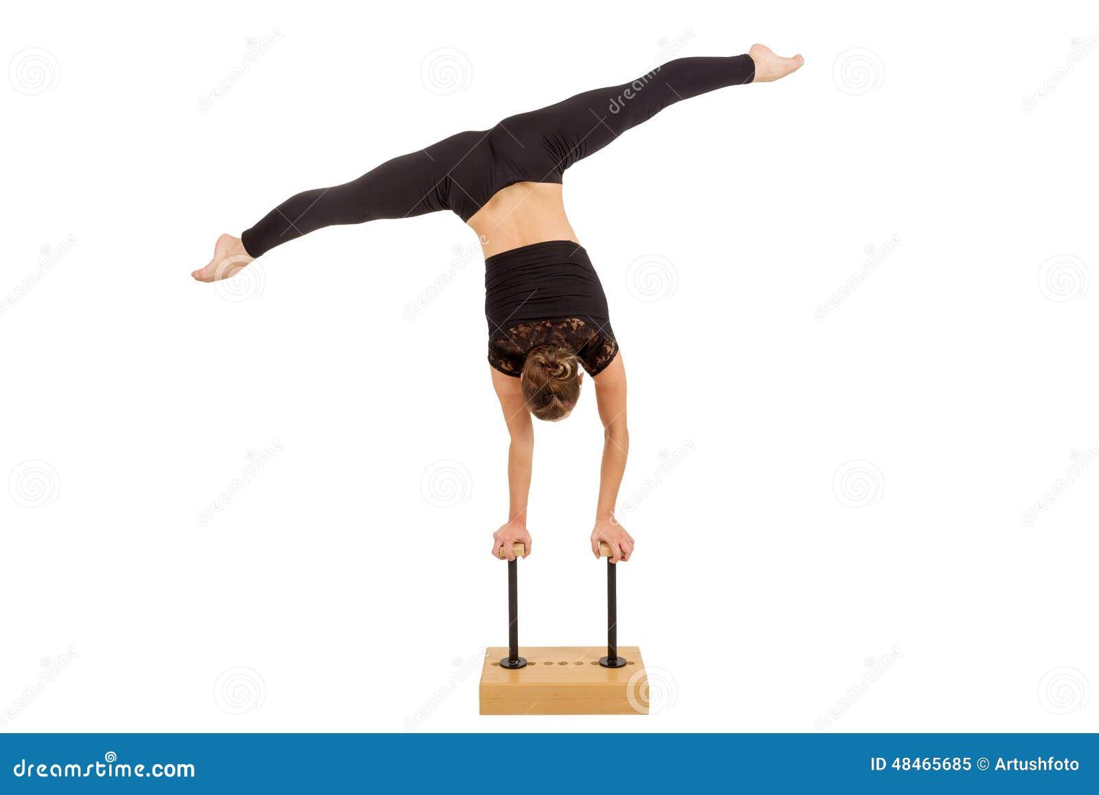 Νέα επαγγελματική gymnast γυναίκα