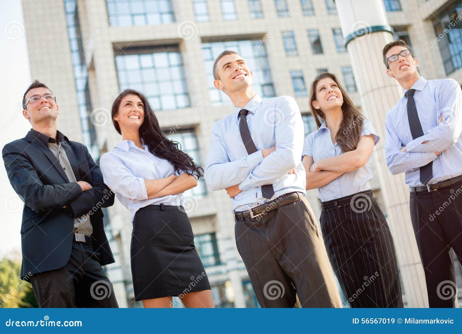 Download Νέα επιχειρησιακή ομάδα στοκ εικόνα. εικόνα από γυναίκες - 56567019
