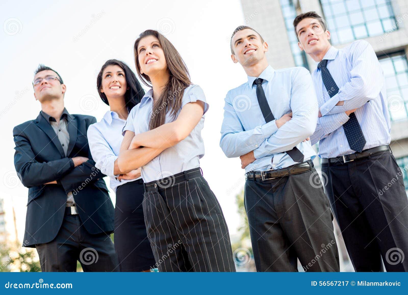 Download Νέα επιχειρησιακή ομάδα στοκ εικόνα. εικόνα από επιχειρηματίας - 56567217