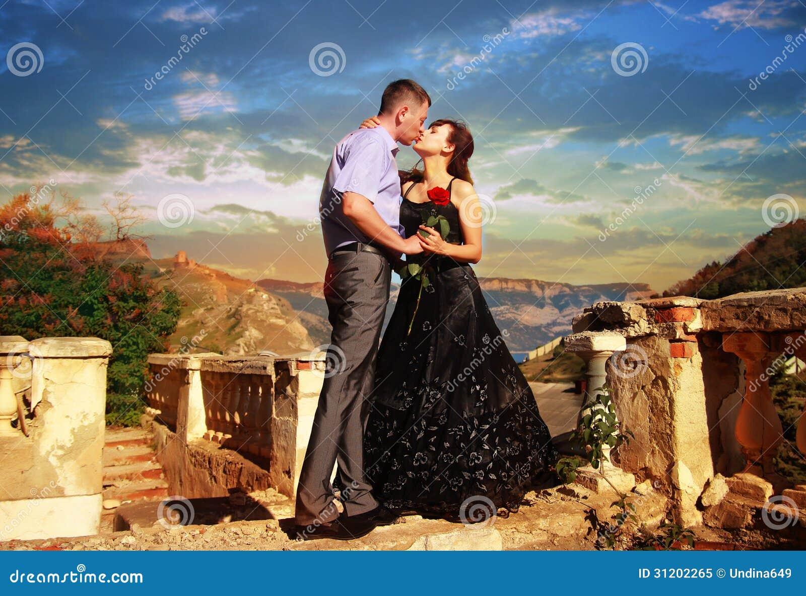 Νέα όμορφα φιλιά ζευγαριού