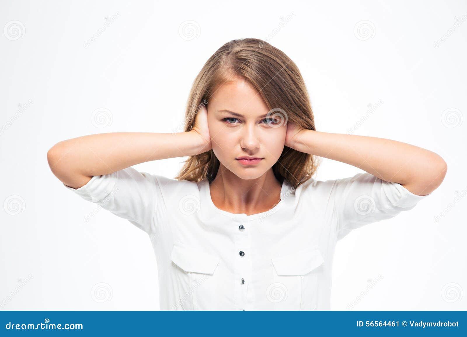 Download Νέα όμορφη γυναίκα που καλύπτει τα αυτιά της Στοκ Εικόνα - εικόνα από φοίνικας, απομονωμένος: 56564461