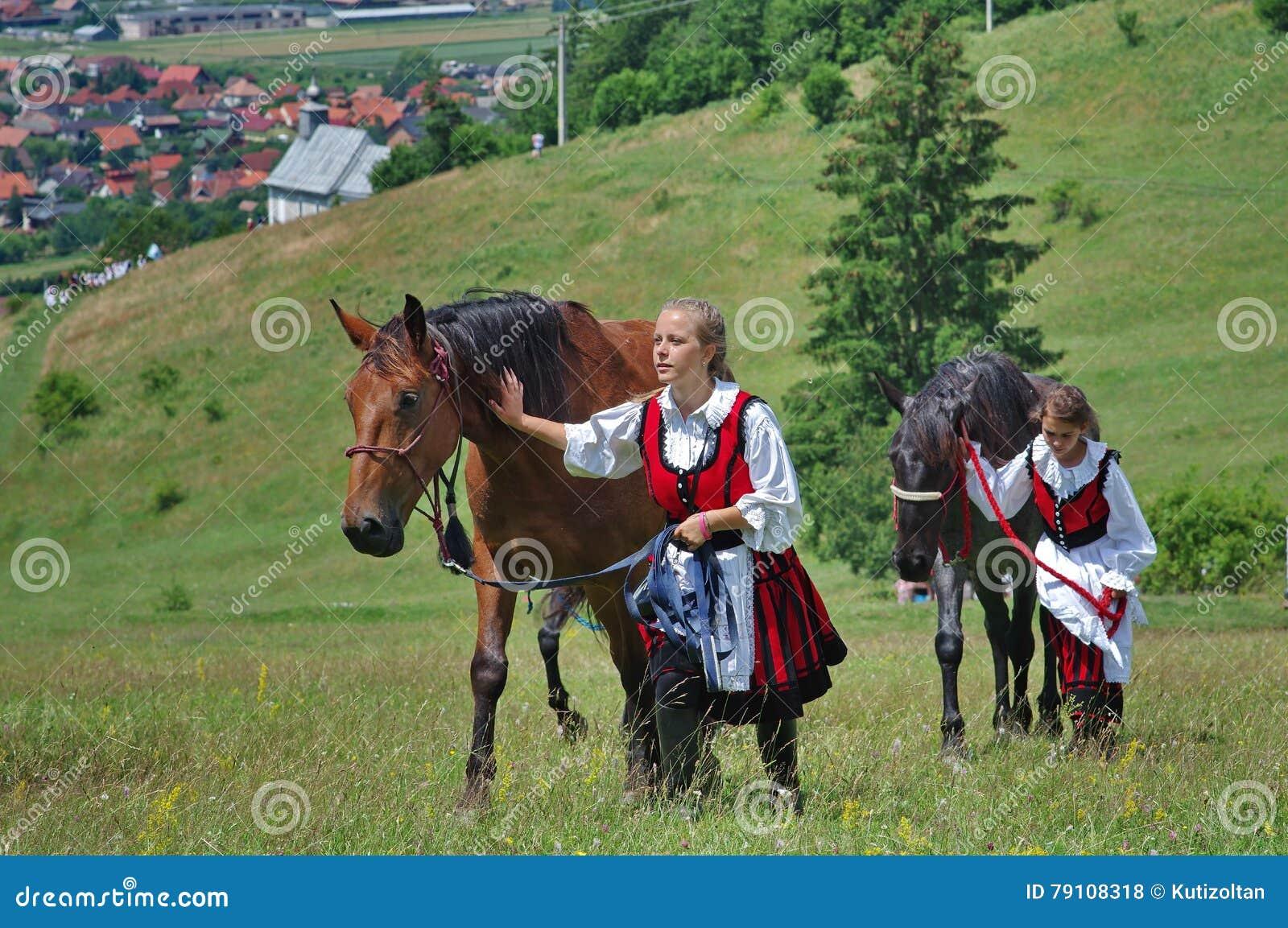 Νέες κυρίες με τα άλογα