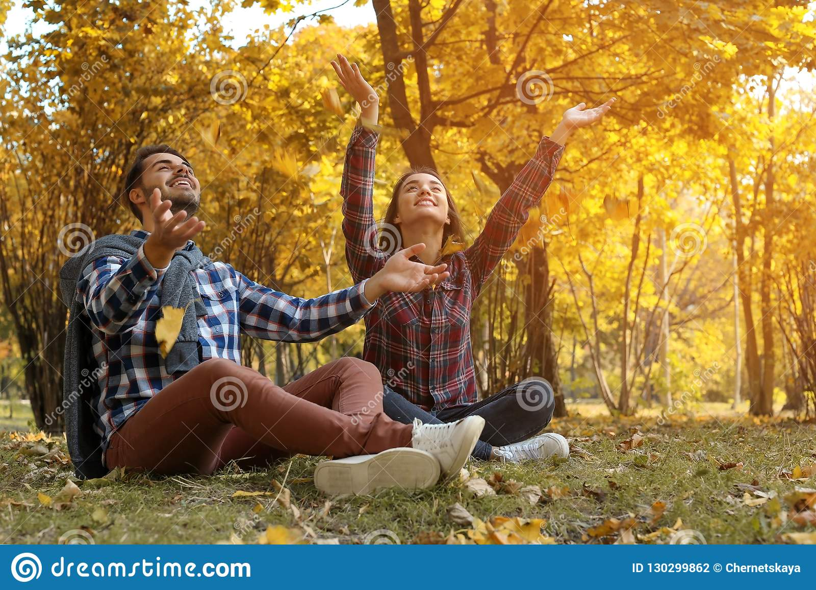 Νέος καλός χρόνος εξόδων ζευγών μαζί στο πάρκο