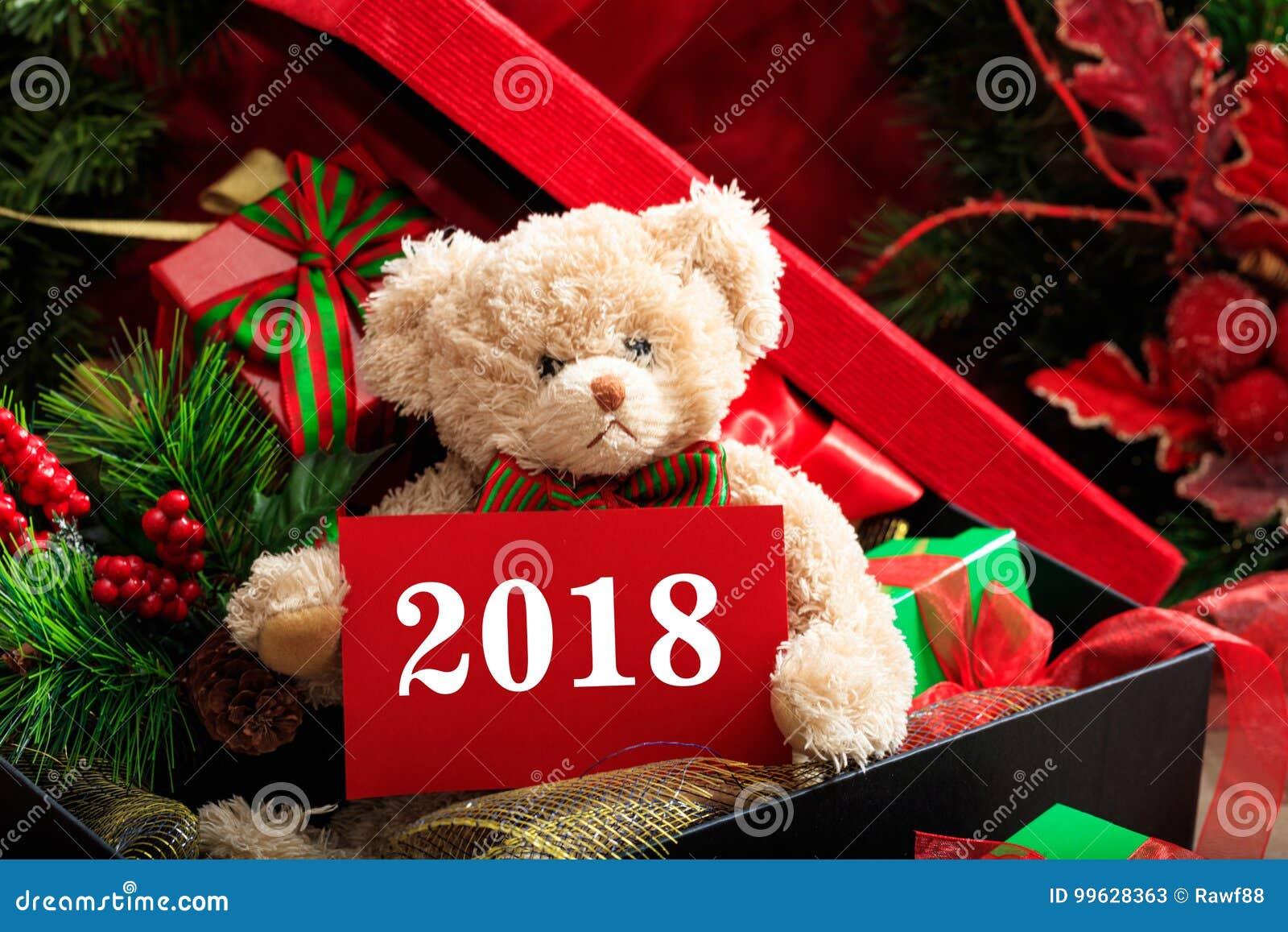 νέο έτος του 2018 με τη teddy αρκούδα και τα δώρα