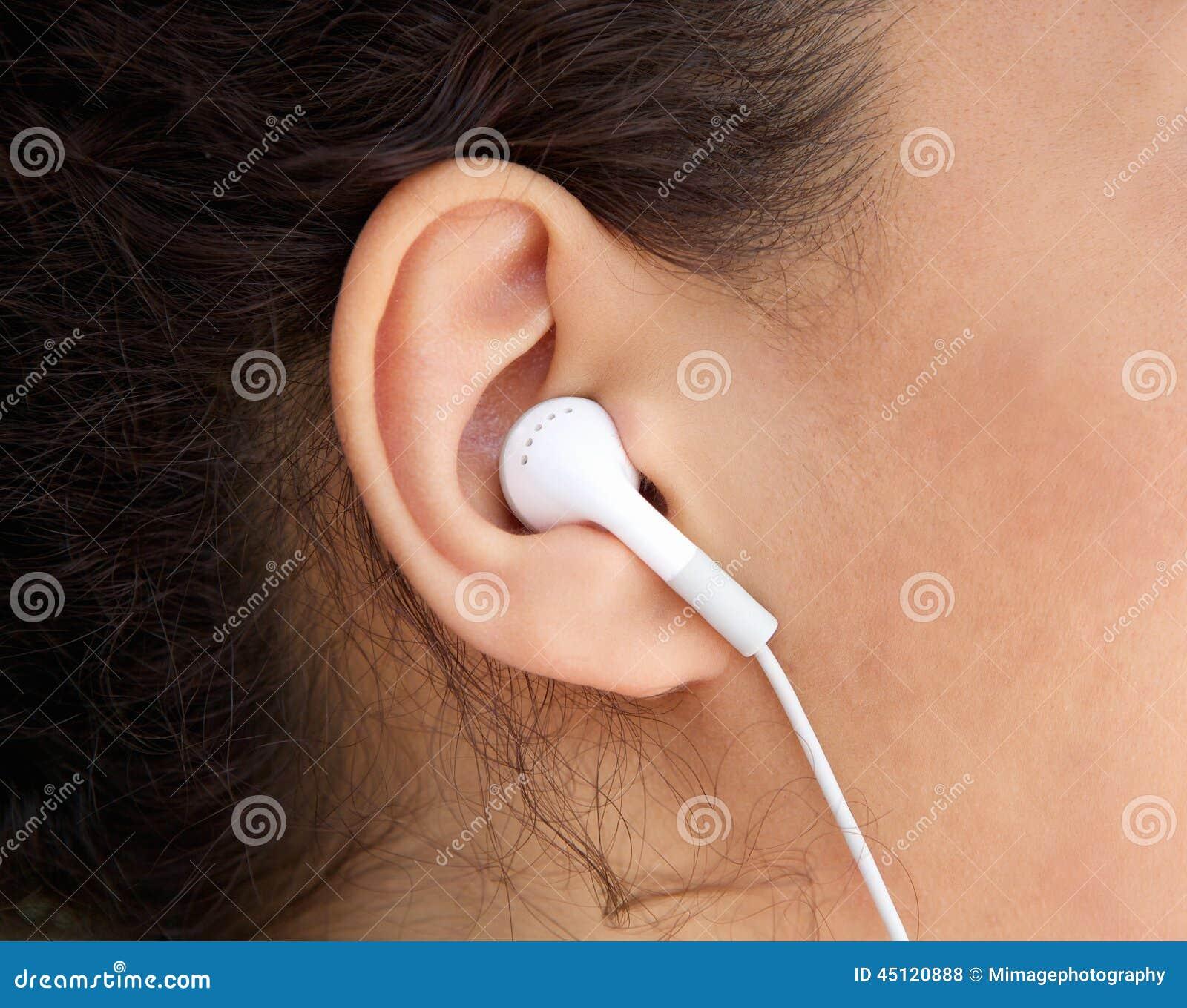 Νέο αυτί γυναικών με το ακουστικό